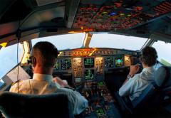 亚马逊FB的国际空运_国际航空为什么驾驶舱两名飞行